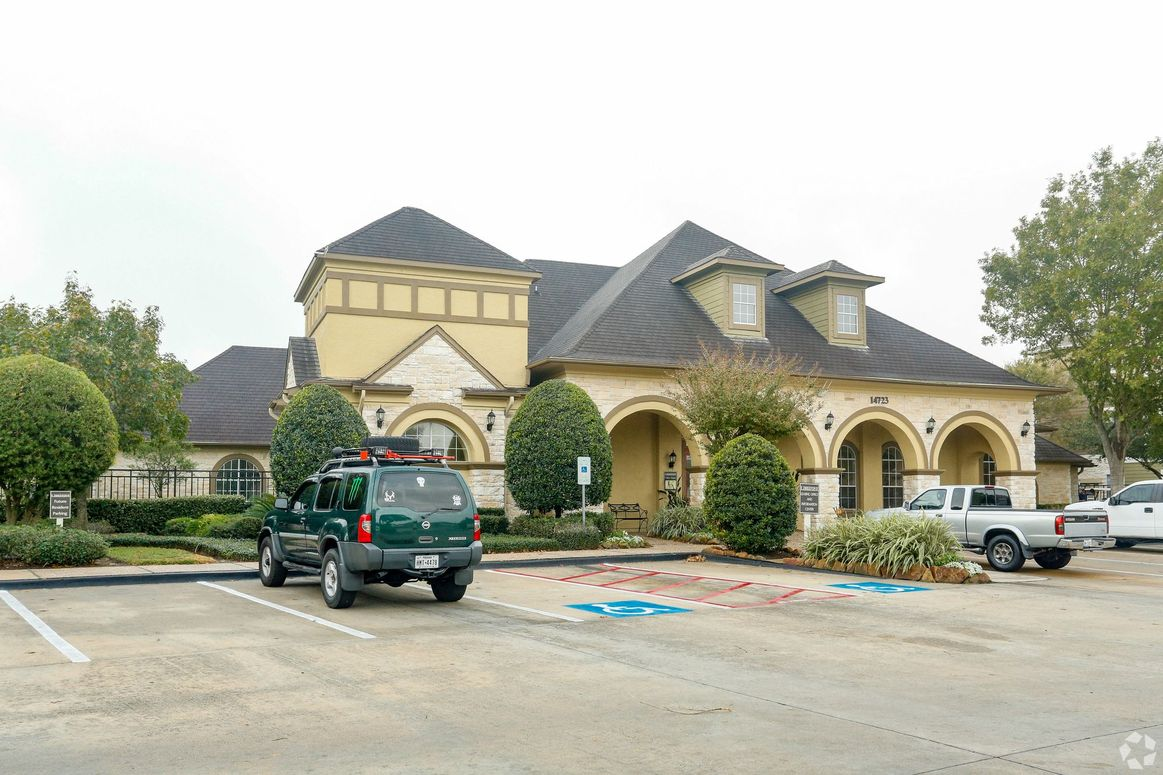 Professional Management at Limestone Apartments in Houston, Texas