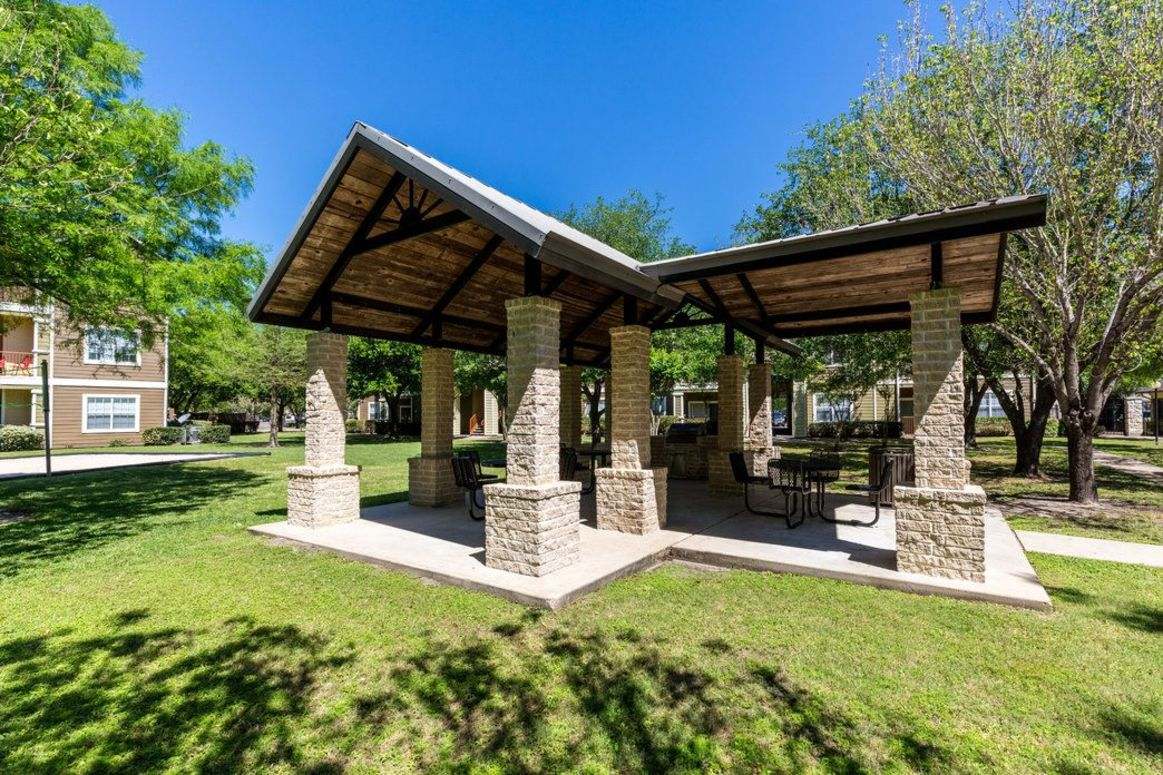Outdoor BBQ Area at Limestone Apartments in Houston, Texas