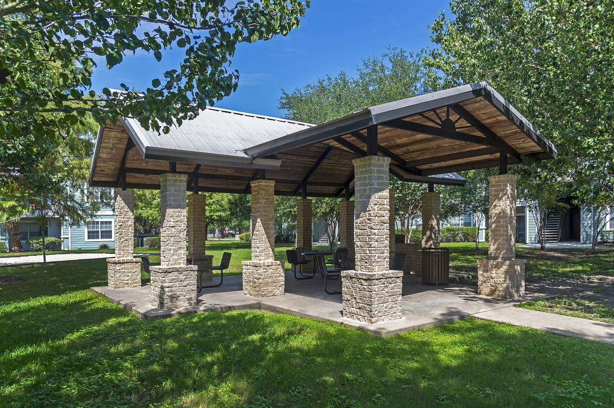 Barbecue Areas with Gas Grills at The Link Apartments in Houston, Texas
