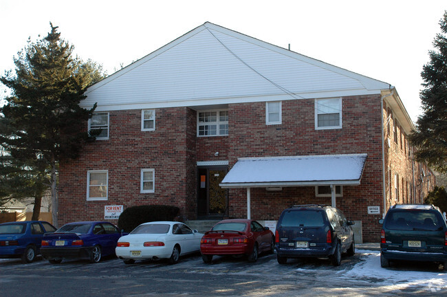 Apartments for Rent at Livingston Gardens Apartments in North Brunswick Township, New Jersey