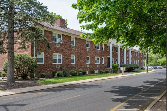 Beautiful Community at Livingston Gardens Apartments in North Brunswick Township, New Jersey