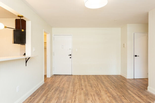 Bright Floor Plans at Livingston Gardens Apartments in North Brunswick Township, New Jersey