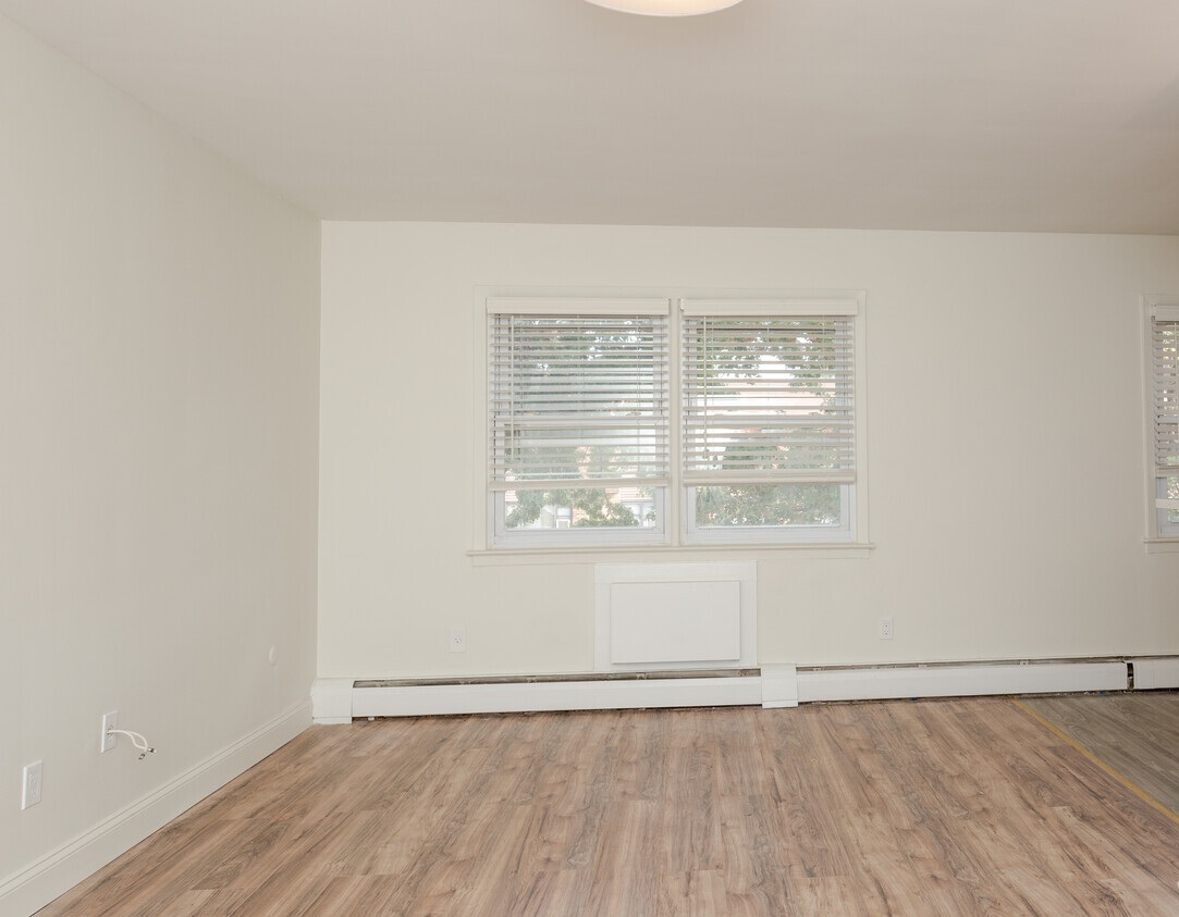 Fully Equipped Apartments at Livingston Gardens Apartments in North Brunswick Township, New Jersey
