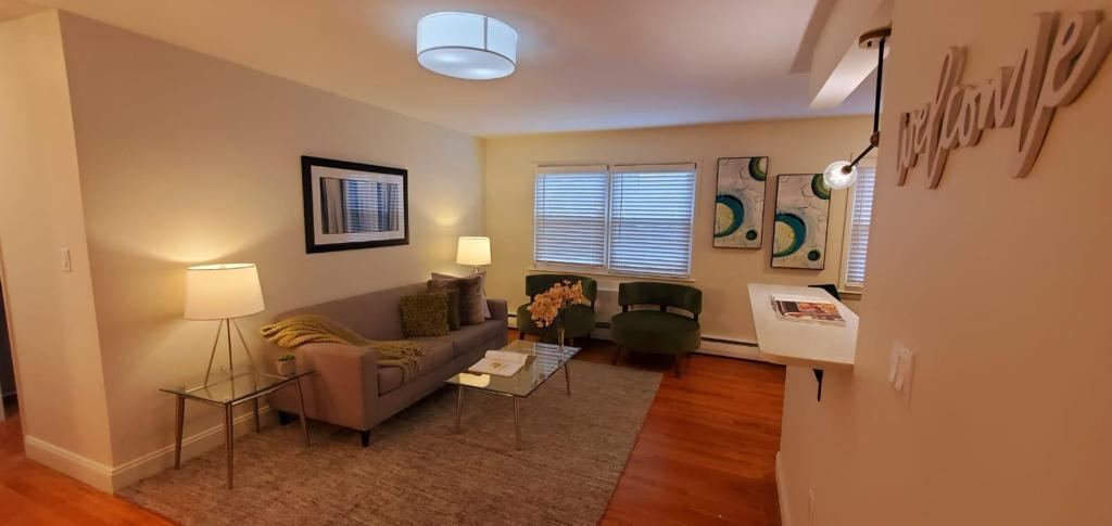 Inviting Apartments at Livingston Gardens Apartments in North Brunswick Township, New Jersey