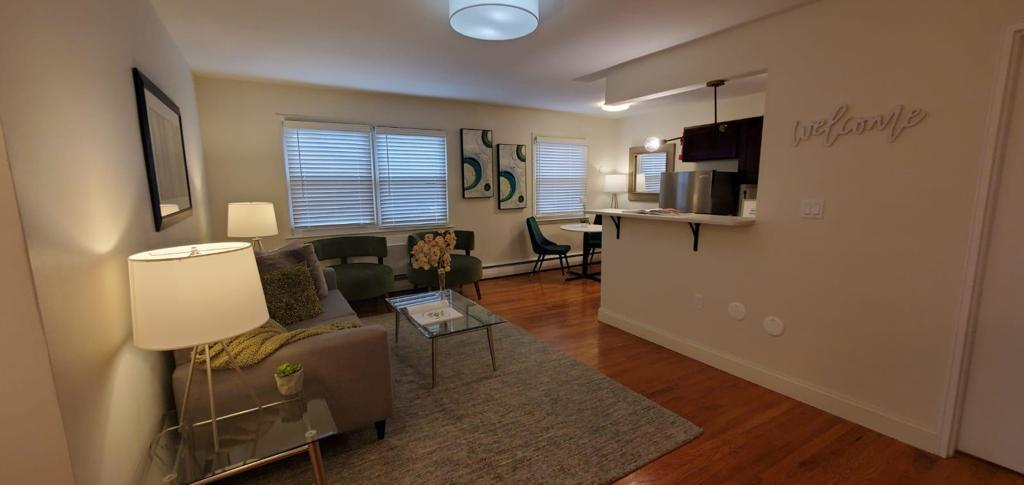 Modern Apartment Homes at Livingston Gardens Apartments in North Brunswick Township, New Jersey