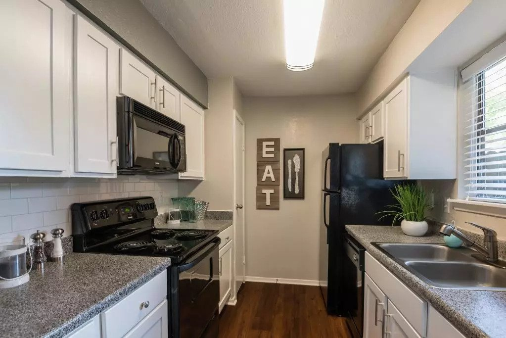 Fully-Equipped Kitchen at Lofton Place Apartments in Fort Worth, Texas