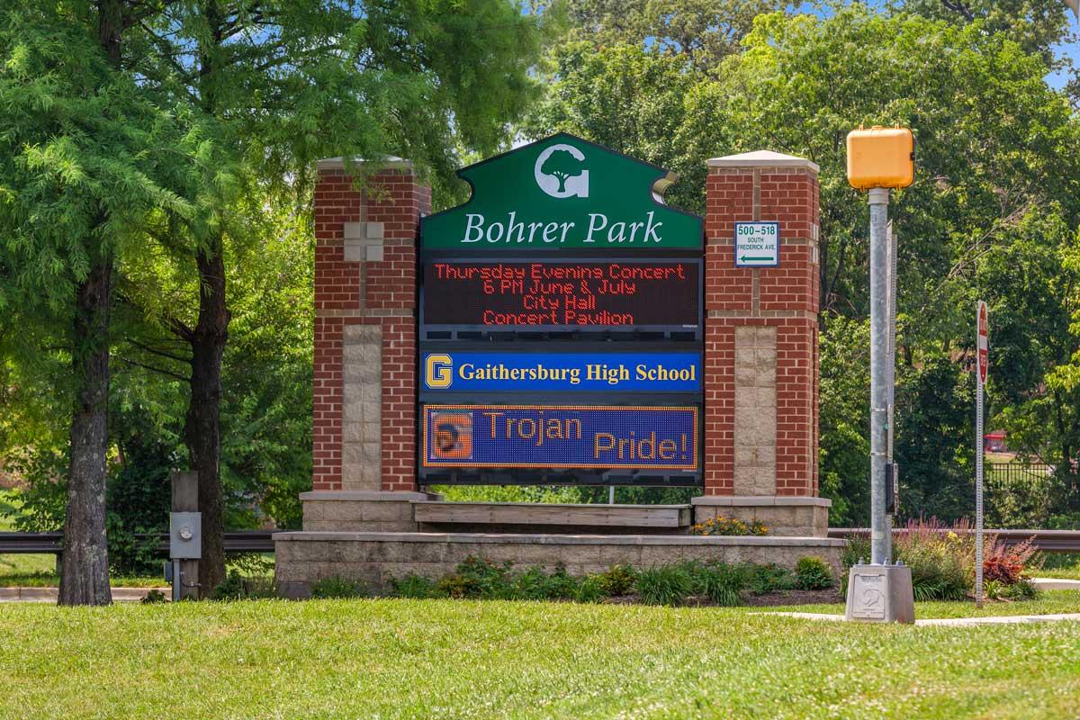 5 minutes to Bohrer Park & Activity Center in Gaithersburg, MD
