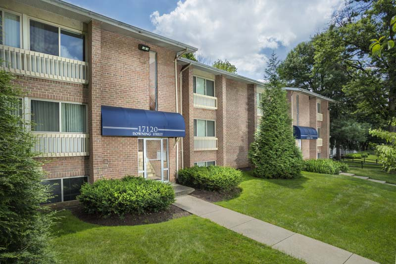 1, 2, and 3-bedroom apartments at Londonderry Apartments in Gaithersburg, MD