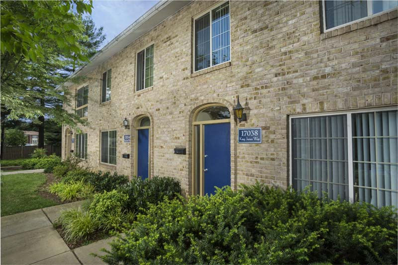 3 and 4-bedroom townhomes for rent at Londonderry Apartments in Gaithersburg, MD