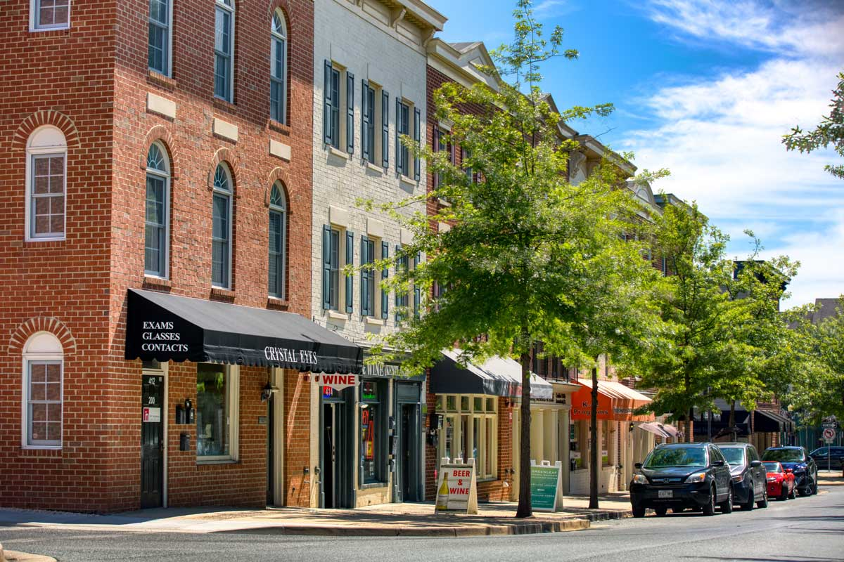 10 minutes to shopping, dining, movies at The Kentlands in Gaithersburg, MD