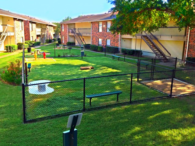 Pet Park at Westmount at London Park Apartments in Houston, TX