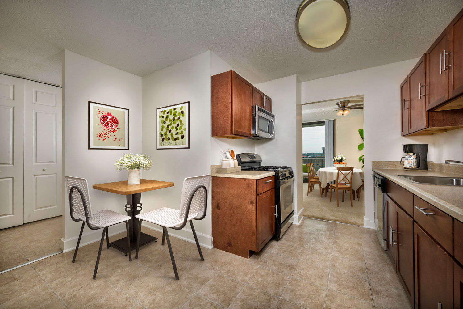 Upgraded kitchens available at London Park Towers in Alexandria, VA