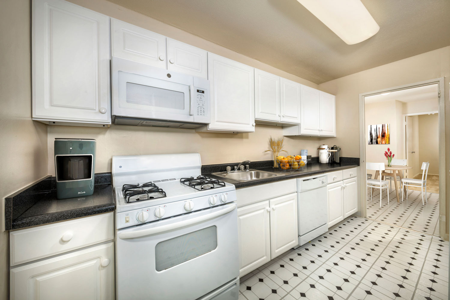 Big fully-equipped kitchen at London Park Towers Apartments in Alexandria, VA