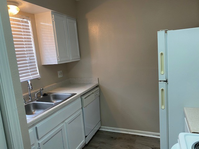 Fully Equipped Kitchen at Magnolia Manor Apartments in West Columbia, Texas