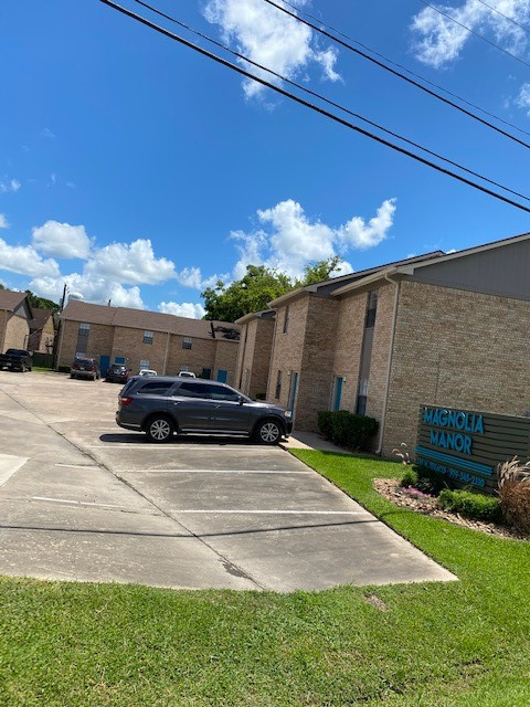 Open Parking at Magnolia Manor Apartments in West Columbia, Texas