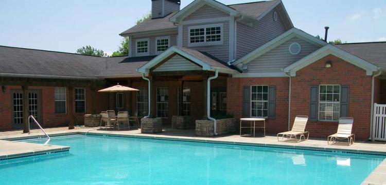 Sparkling Pool at the Magnolia Pointe Apartments in Duluth, GA