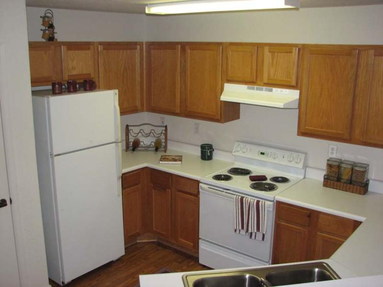 Kitchen Interior at the Magnolia Pointe Apartments in Duluth, GA