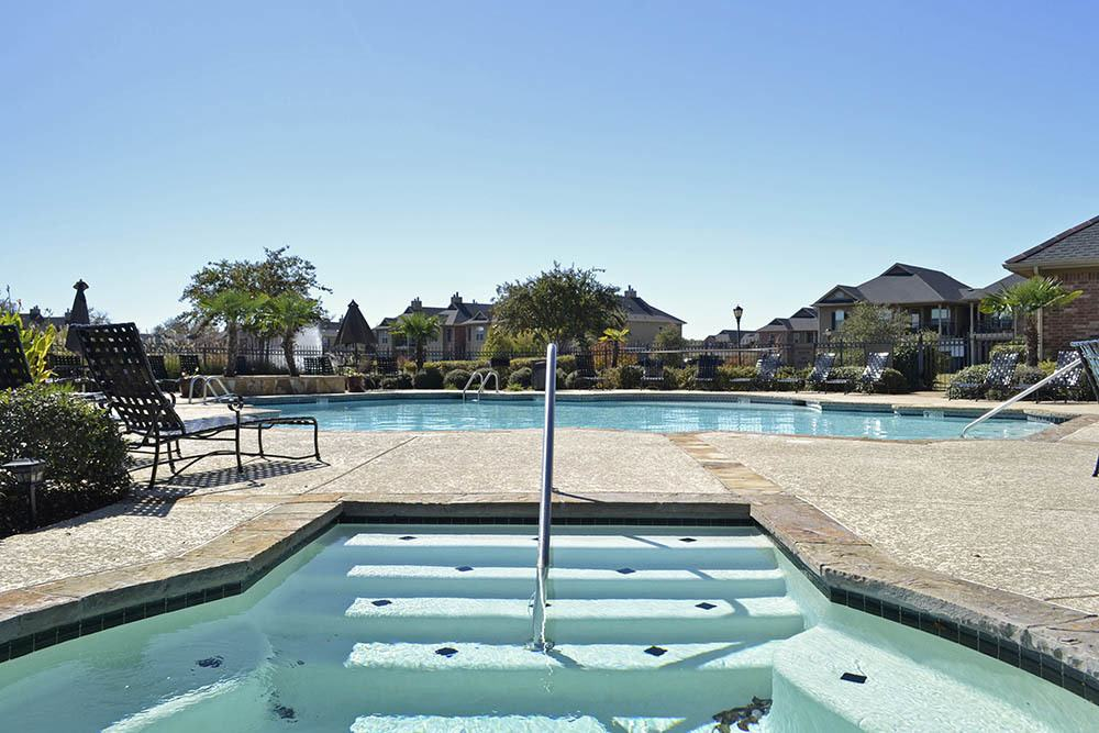 Pool and Hot Tub at Magnolia Trace Apartments in Alexandria, Louisiana