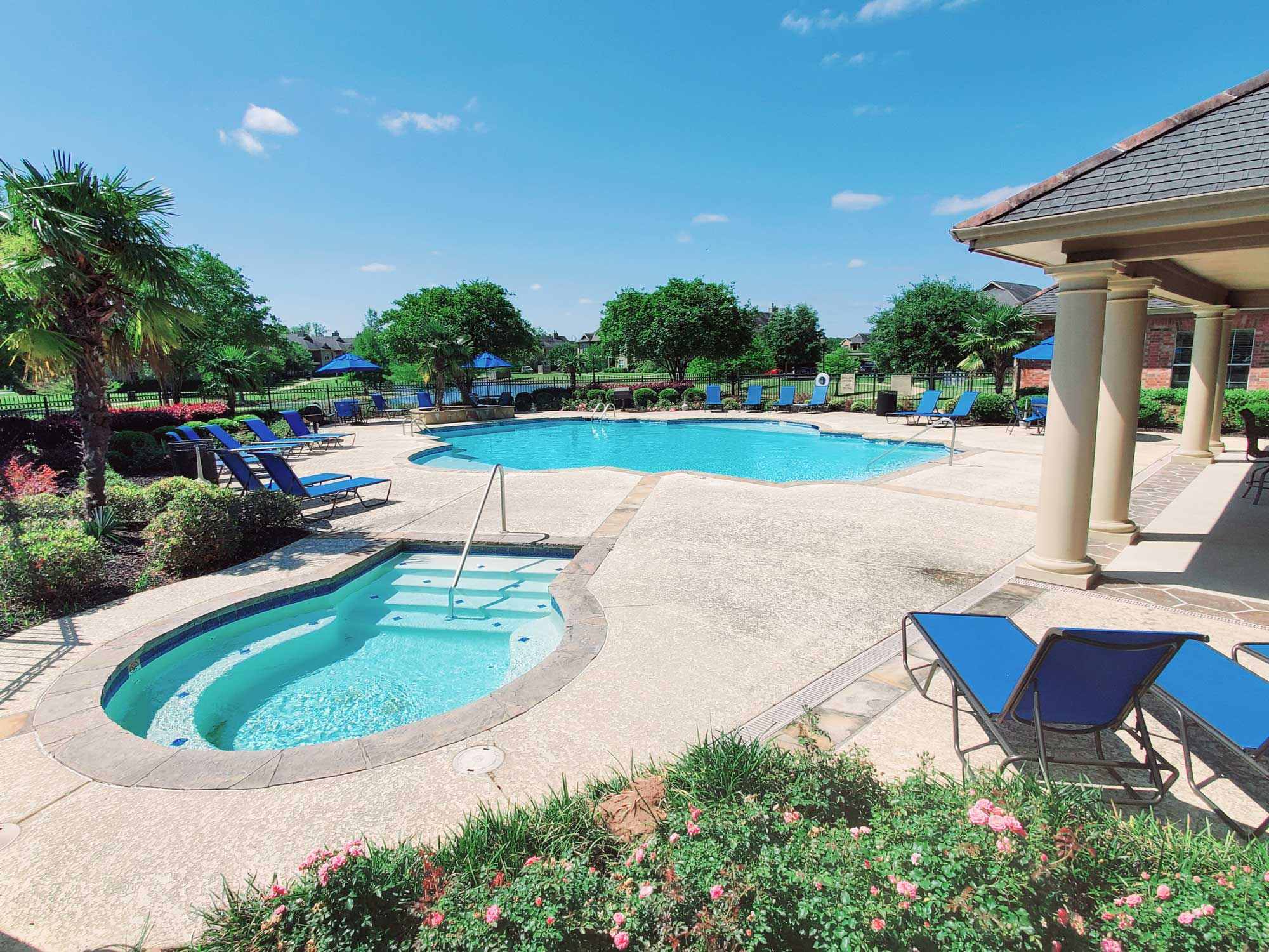 Large Pool at Magnolia Trace Apartments in Alexandria, Louisiana