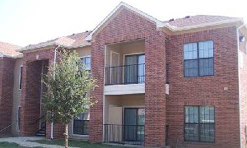 Exterior of Crawford Park Apartments in Dallas, TX