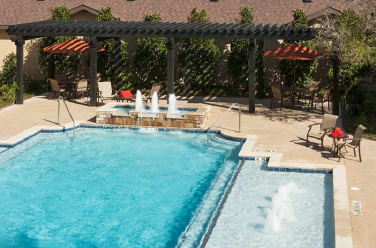Upscale Poolside Lounge at McDermott Crossing Luxury Apartments in Plano, Texas