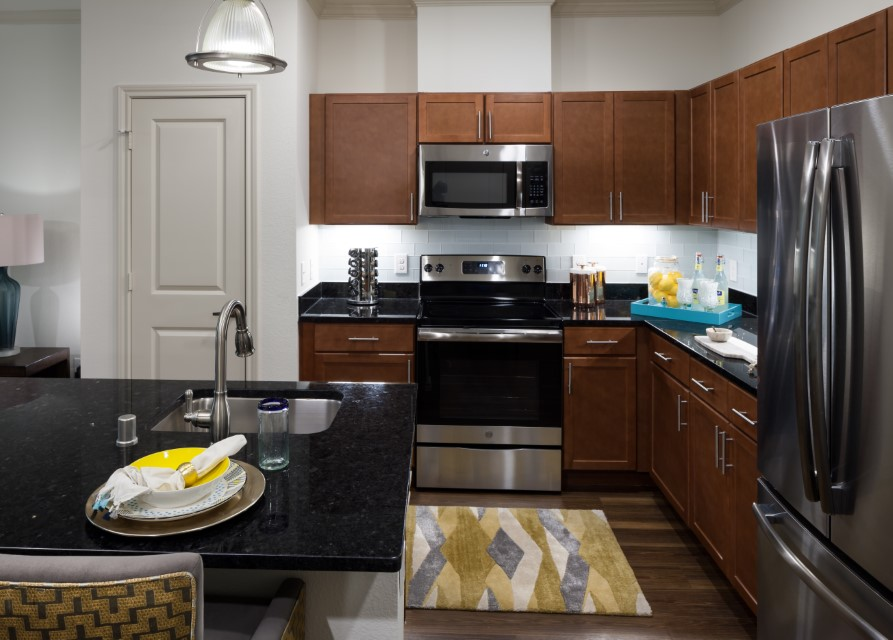 Modern Kitchen At McDermott 55 Apartments In Plano, TX