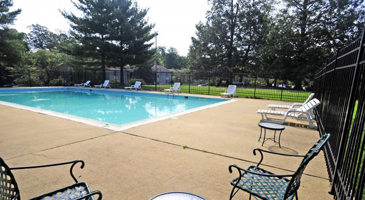Sparkling Pool at the Merrimac Crossing Apartment Homes in Williamsburg, VA