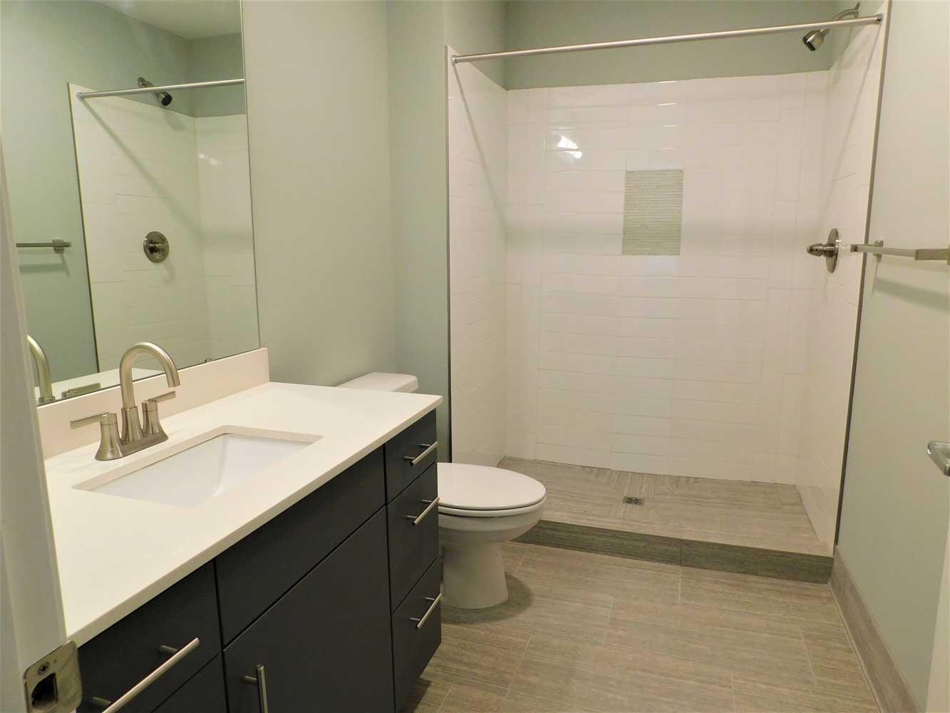 Shower at Midtown Plaza Apartments in Kansas City, MO