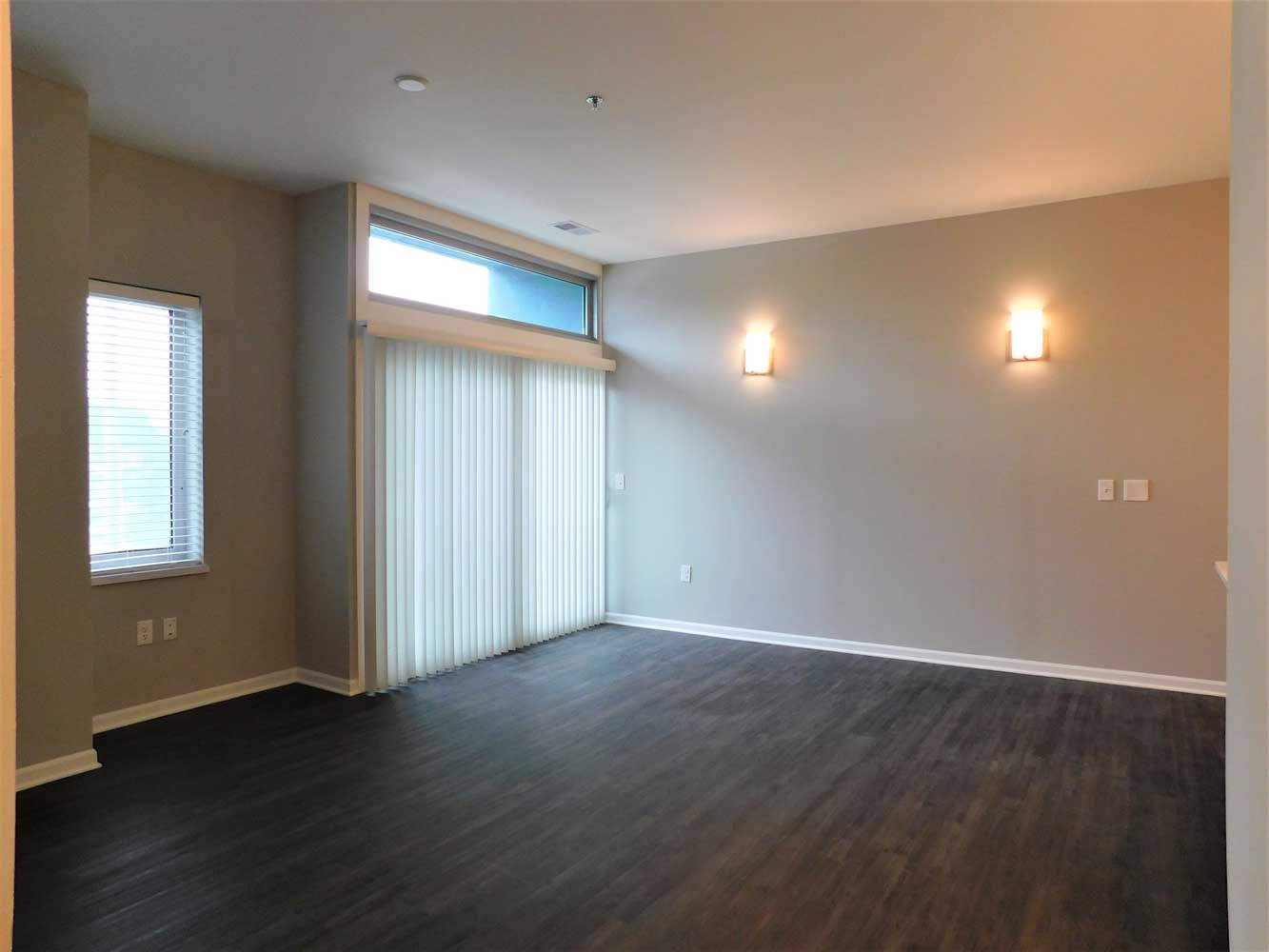 Blinds Available at Midtown Plaza Apartments in Kansas City, MO