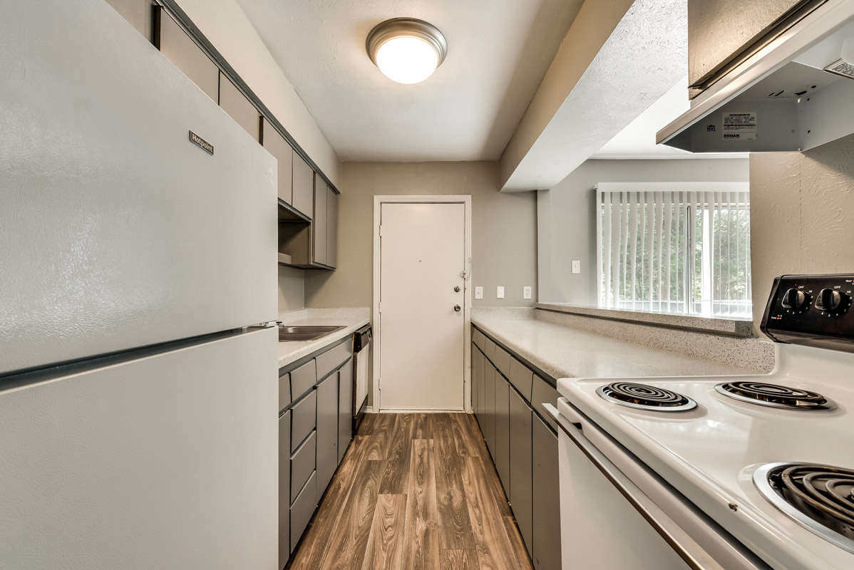Electric Appliances at Mill House Apartments in Dallas, TX