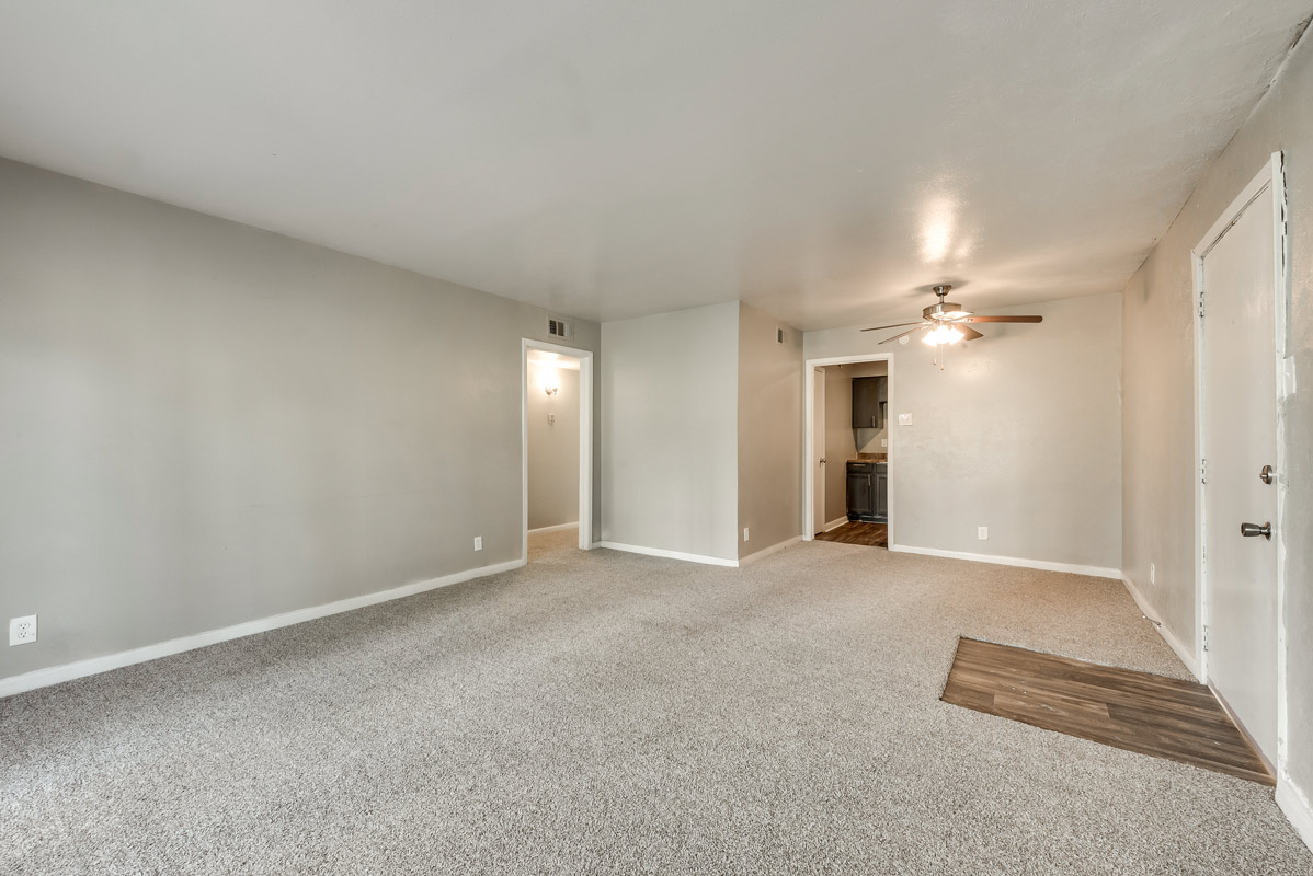 Common Area at Mill House Apartments in Dallas, TX