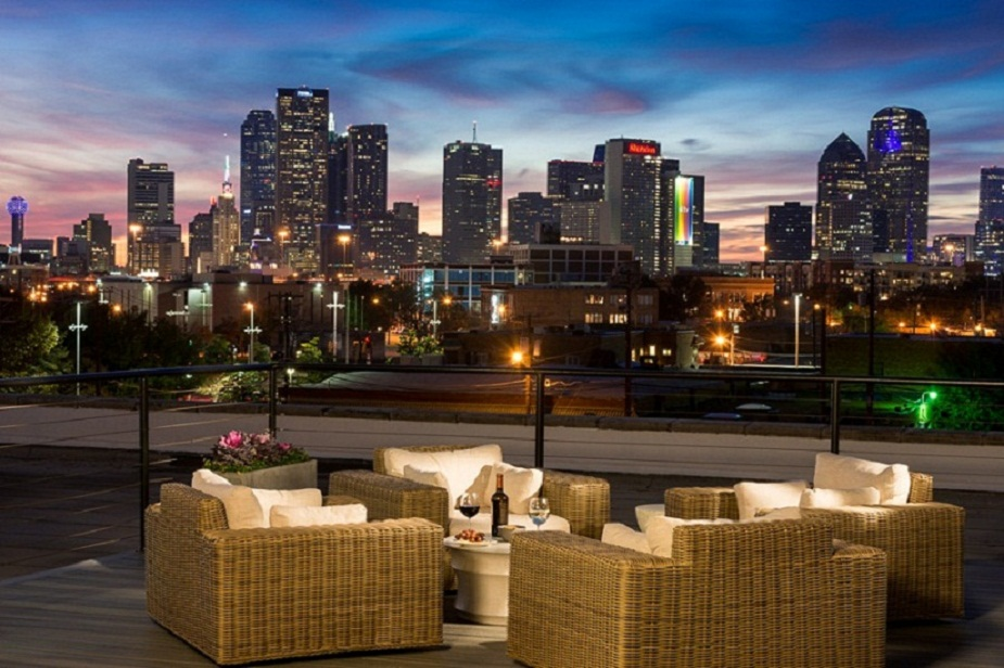 Outdoor Lounge at the Mitchell Lofts Apartments in Dallas, TX