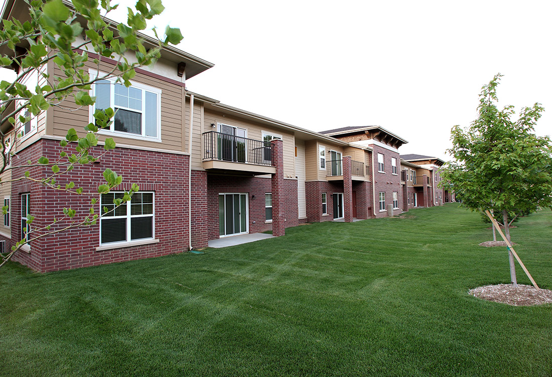 Lush Grounds at Montclair Village Apartments in Omaha, Nebraska