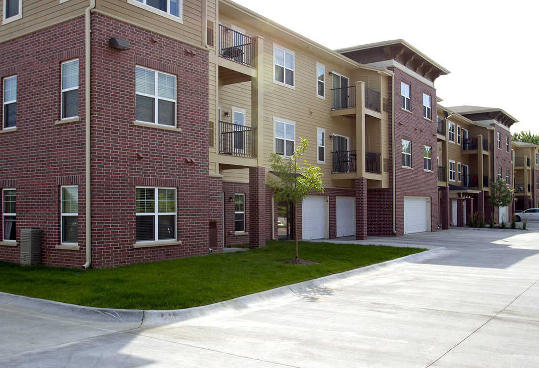Modern Apartments for Rent at Montclair Village Apartments in Omaha, Nebraska