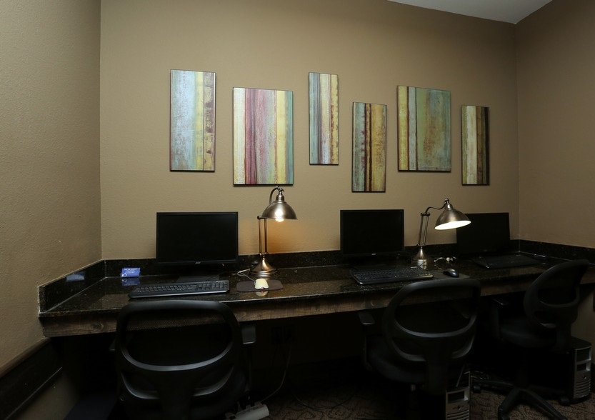Business Center at the Mountain Ranch Apartments in Fayetteville, AR