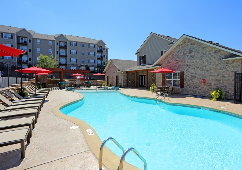 Sparkling Pool at the Mountain Ranch Apartments in Fayetteville, AR
