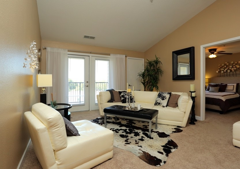 Living Area at the Mountain Ranch Apartments in Fayetteville, AR