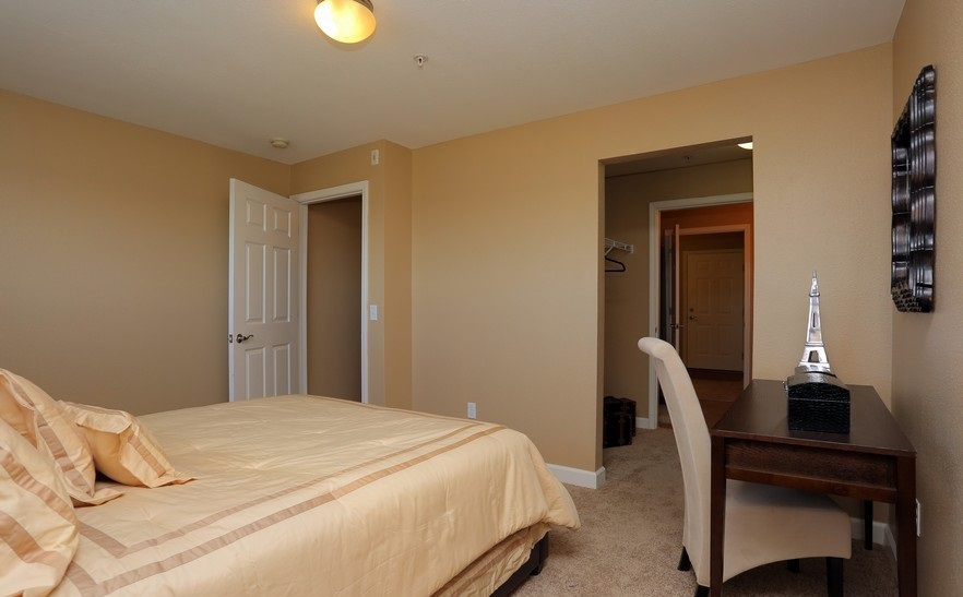 Bedroom at the Mountain Ranch Apartments in Fayetteville, AR