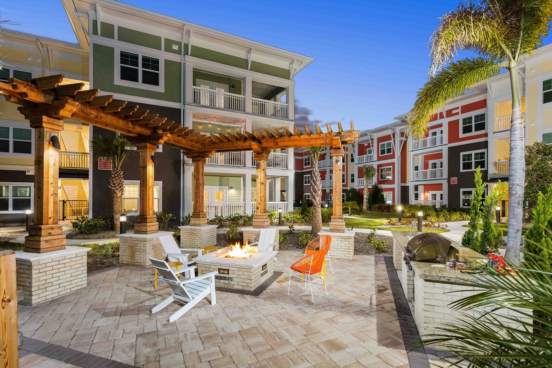 Outdoor Fire Pit at M South Apartments in Tampa, Florida