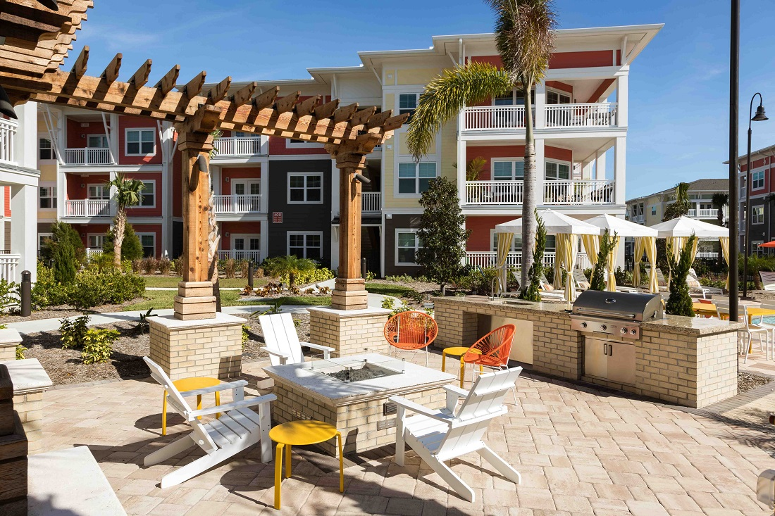 Outdoor Grilling Area at M South Apartments in Tampa, Florida