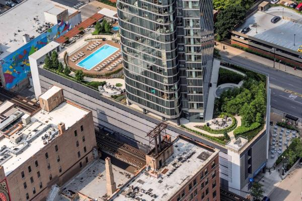 CIM Group and Golub & Company Sell 397-Unit Luxury Residential Mixed-Use Building in Chicago