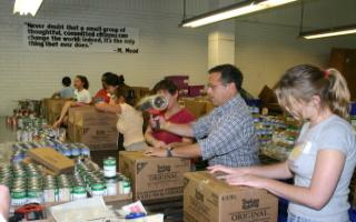 Aimco Employees Helping Local Communities