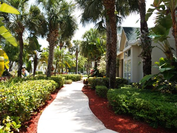 Robbins Electra Expands Florida Presence with 424-Unit Apartment Community Acquisition