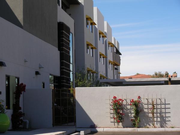 Olympus Property Acquires 200-Unit Cactus Forty-2 Luxury Apartments in Phoenix, Arizona