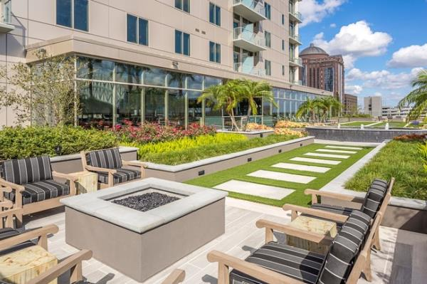 Hunt Companies Completes Construction of 359-Unit Luxury Residential Tower in Downtown Houston