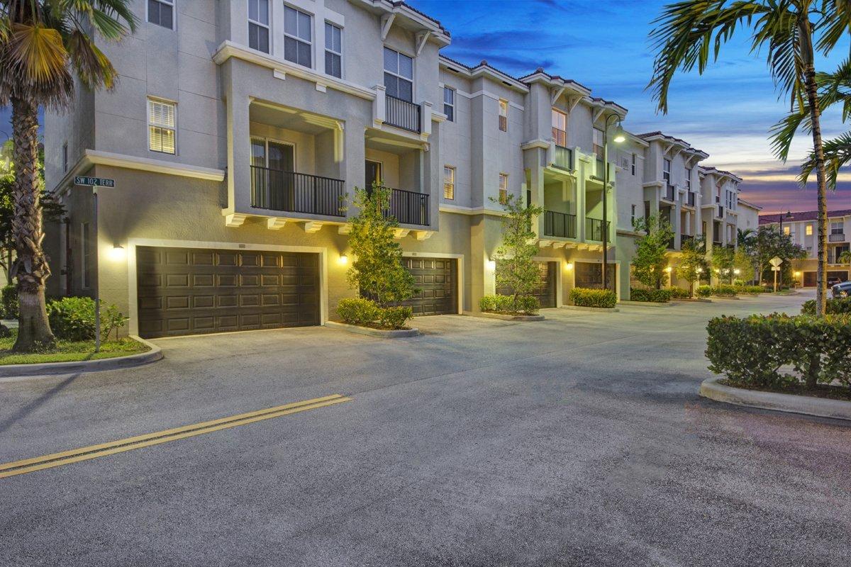 Harbor Group International Sells 700-Unit City Center on 7th Apartment Community for $222.65 Million in Suburban Miami Market