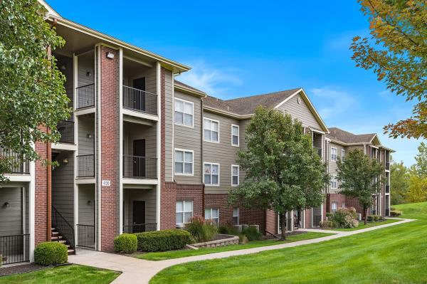 Hamilton Zanze Acquires 420-Unit Cornerstone Apartment Community in Kansas City Metro Area