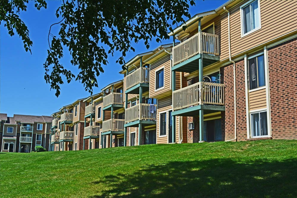Walker & Dunlop Provides $80 Million in Financing for Newly Renovated 1,155-Unit Multifamily Community Near Chicago, Illinois