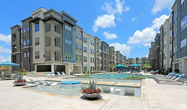 The Praedium Group Completes Purchase of 387-Unit Multifamily Community in Houston, Texas