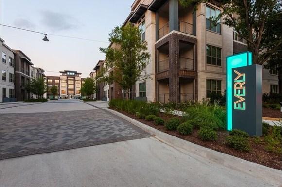 The Praedium Group Acquires 387-Unit Everly Luxury Apartment Community in Houston, Texas